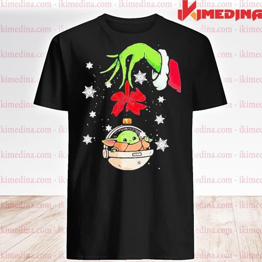 Grinch hand holding ornament baby yoda merry christmas shirt