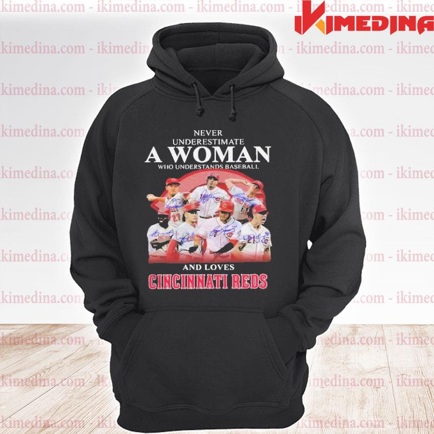 Official never underestimate a woman who understands baseball and lover cincinnati reds s premium hoodie